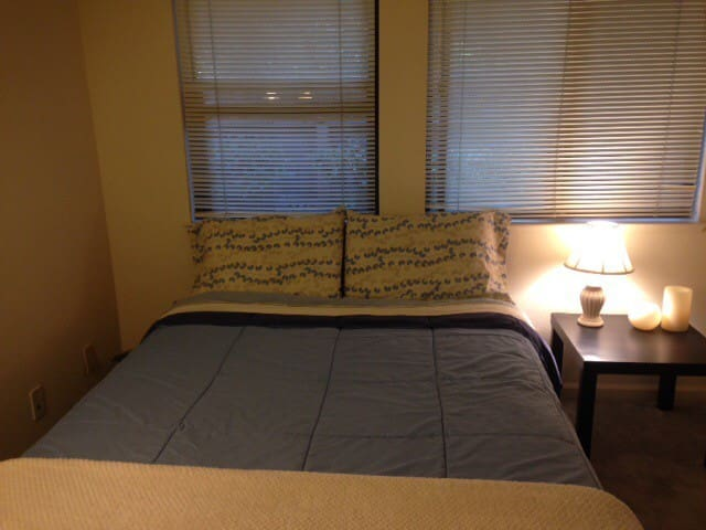 Comfy room near Stanford and restaurants