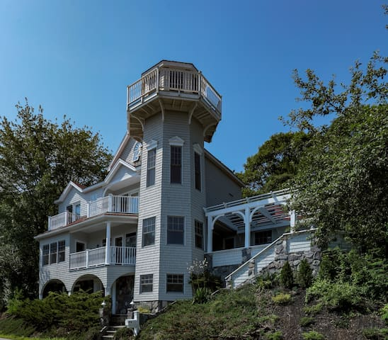 Waterfront Lighthouse Home w/private dock