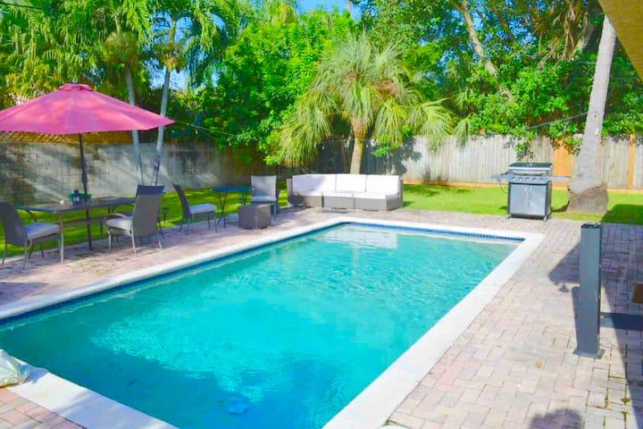 Miami Rock House ( POOL) Prime Location-UM walking