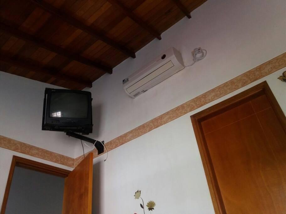 TV y aire acondicionado