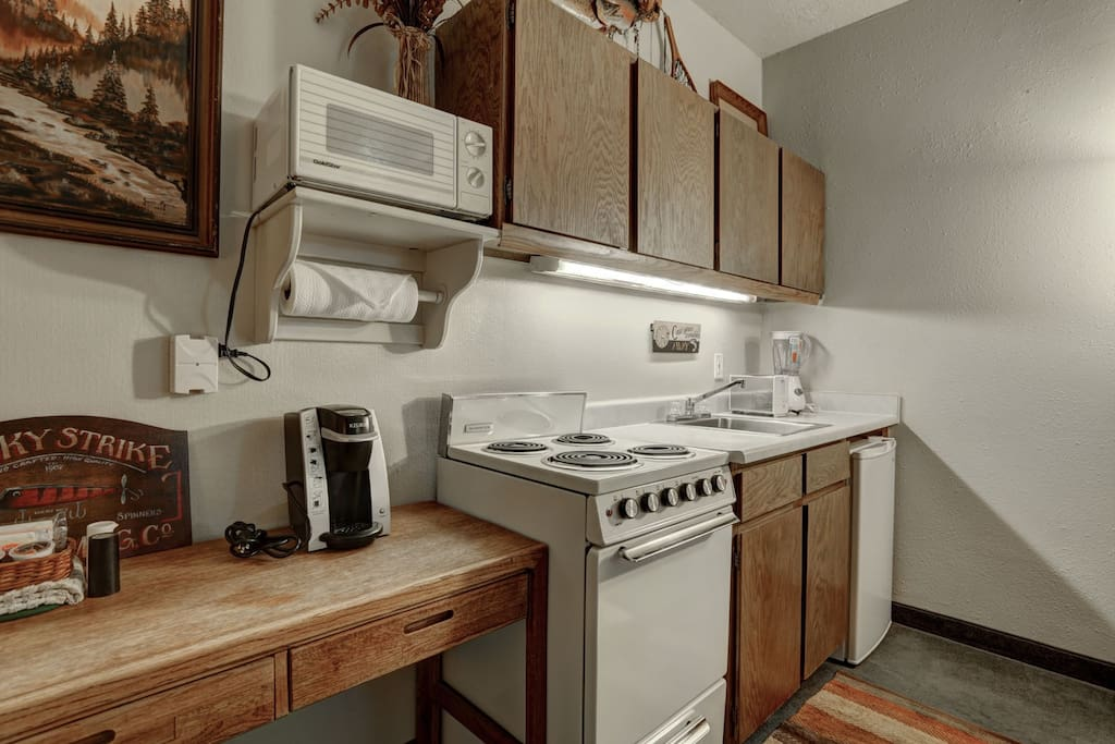 Kitchenette-Microwave, Coffee Maker, Stove, Oven, Mini Fridge