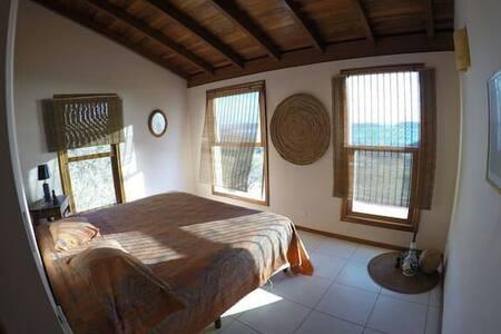 Spacious and bright private suite,in amazing house - potrero, - บ้าน