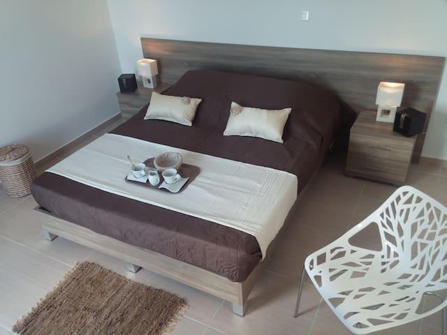 Chambre confortable indépendante,avec vue sur mer. - Kos - Bed & Breakfast