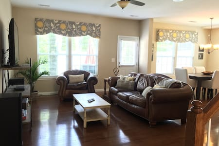 Prime location Ballantyne townhome - Charlotte - Townhouse