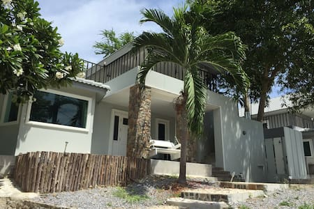 Baan Must Sea 1 - 4BR Beach House - Tambon Taphong - Hus