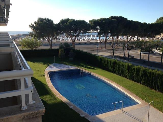 Appartement avec piscine face à la mer