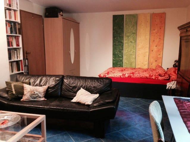 Tolles  Zimmer mit eigenem Bad - Erlangen - Dům