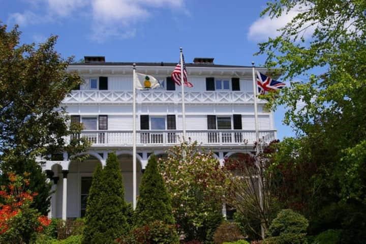 Sapphire - Newport Mansion