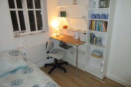 Beautiful single room - Wantage - Bed & Breakfast