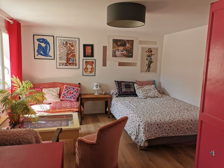 Grande chambre  avec entrée indépendante et jardin