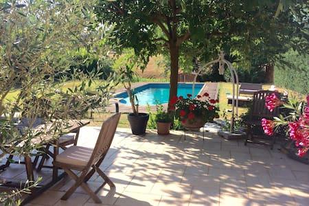 Charme de la pierre et piscine - Iguerande