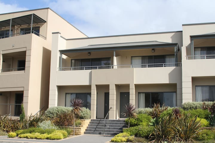 4.5 star Pier number 10 apartment - Kingscote - Apartament