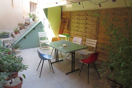 Maisonnette lumineuse et calme - Marseille