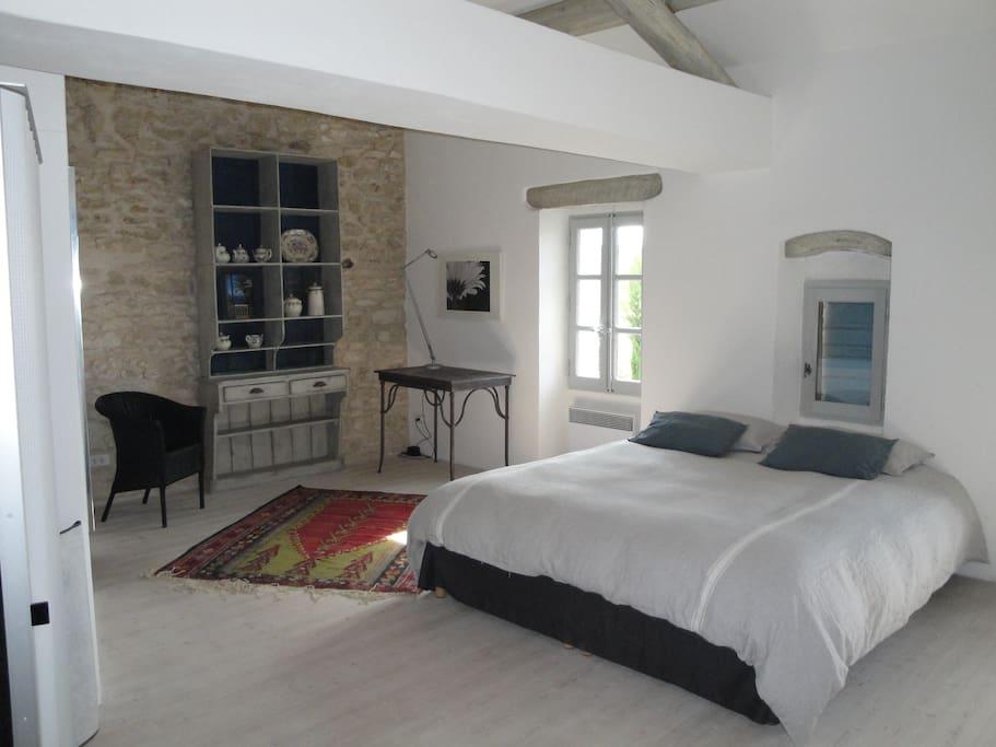 maison proven ale proche de gordes maisons louer gordes provence alpes c te d 39 azur france. Black Bedroom Furniture Sets. Home Design Ideas