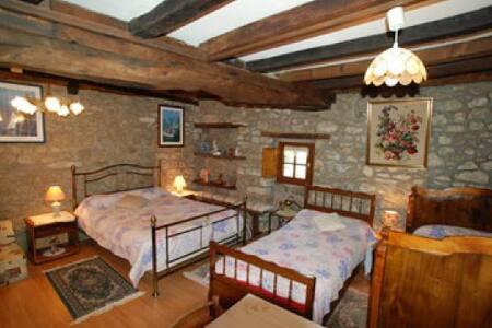 Chambre avec pierres apparentes - Saint-Malo