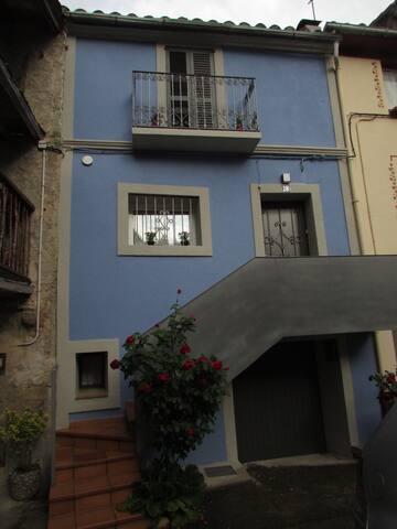 Casa del casco antiguo del pueblo. - Sant Pau de Segúries - House