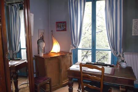 gde chambre m° Gambetta à ma porte, quartier animé - París