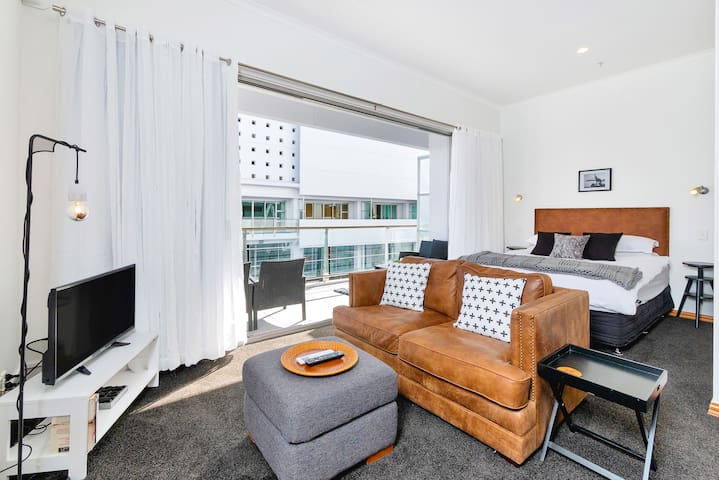 Princes Wharf Boutique Studio Apartment
