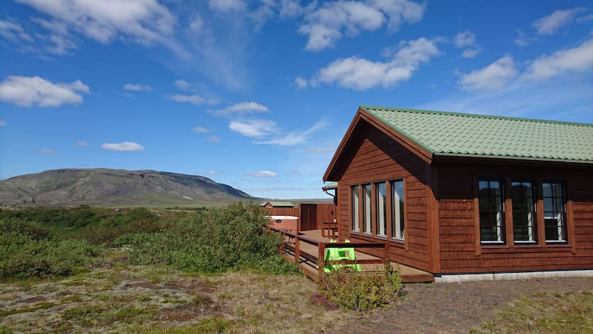 Peaceful located cottage with panoramic view - Selfoss - Chalet