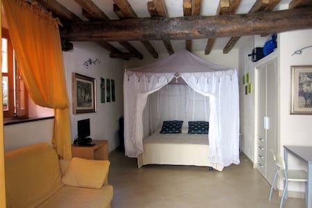 Romantico rifugio 2,5 km da Levanto - Casella