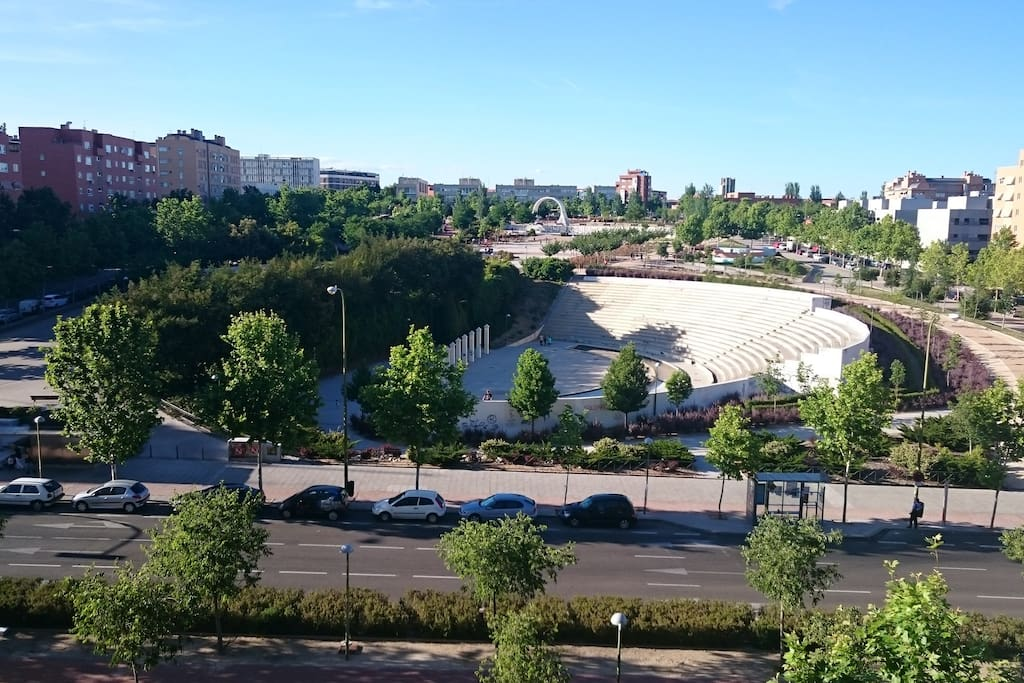 Acogedor piso con piscina padel gym apartamentos en for Gimnasio 24h madrid