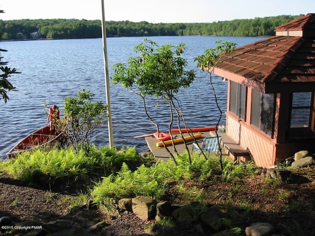 Lakefront 6 bedroom, sleeps 16+ - Arrowhead Lake