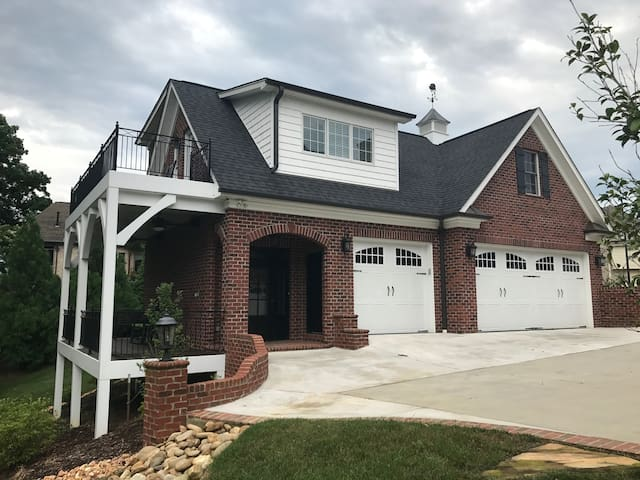Carriage House off Meadowlark Drive/27106