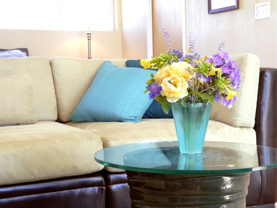 Fresh flowers and wine to greet you!