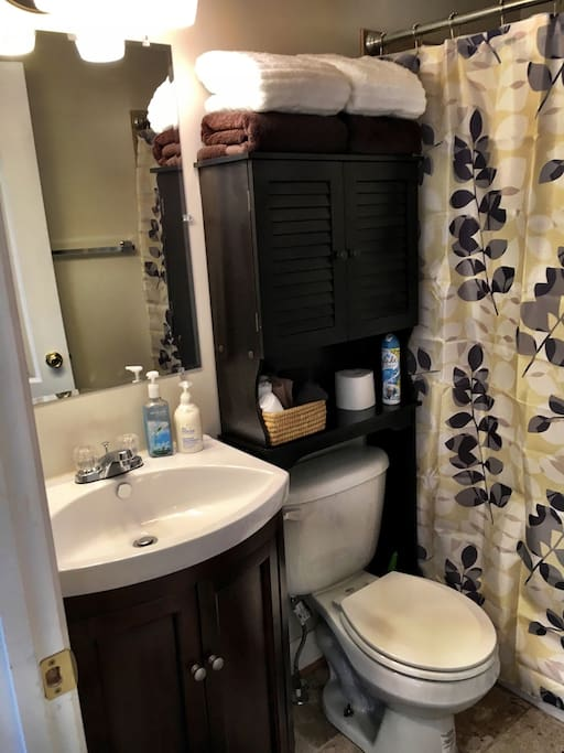 Private bathroom stocked with towels, washcloths, shampoo & soap