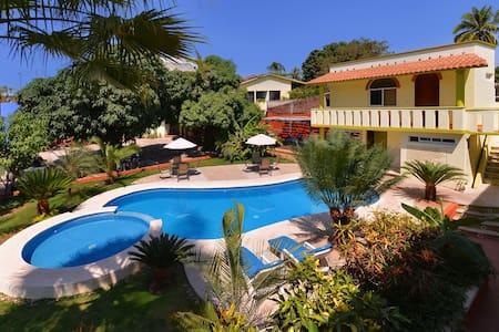 Private Basic Balcony - Casa Losodeli - Puerto Escondido - Haus