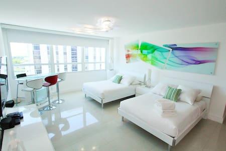 Elegant Bay View Studio905