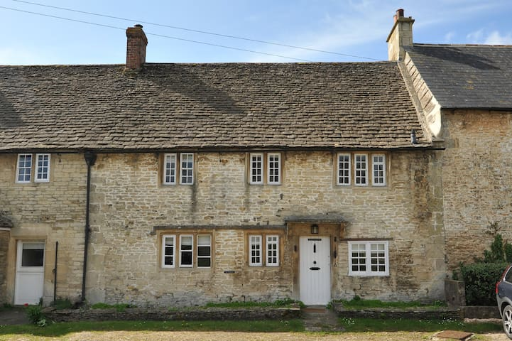 Charming Country House Nr Bath, Sleeps 7 (WC)