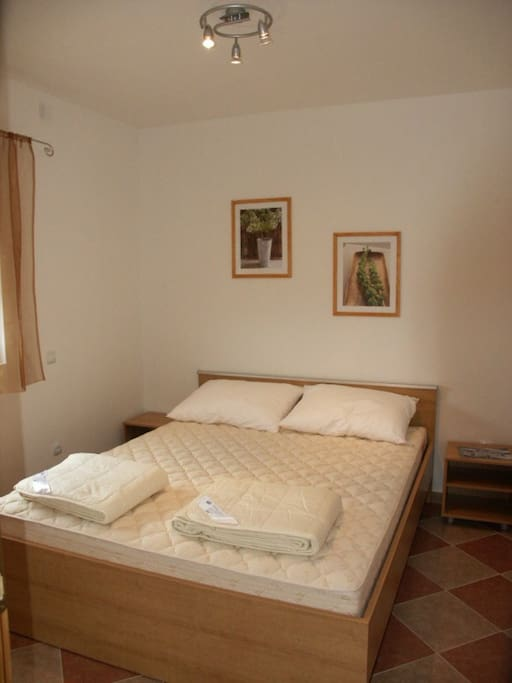 franciaágyas hálószoba