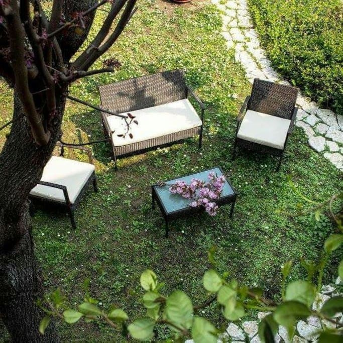 Il giardino privato per una colazione rilassante