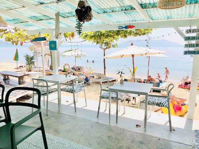 Beachfront king size bungalow