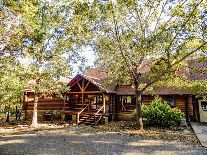 Greers Ferry Lakefront Lodge! Sleeps 18!
