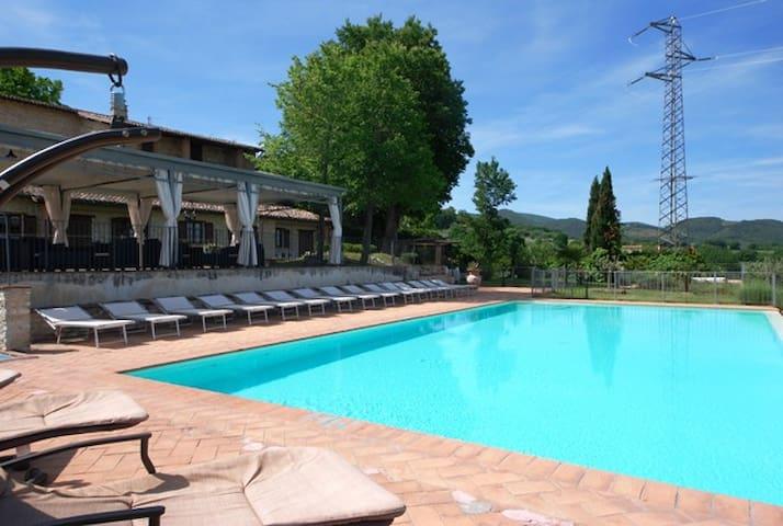 Spoleto by the pool (Apt. 4) - Spoleto - Appartement