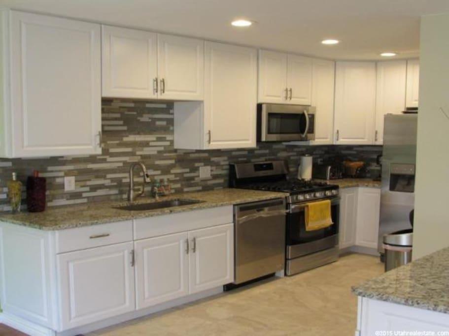 Gourmet kitchen, granite countertops, gas range