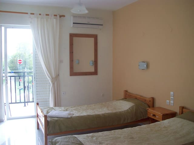 STUDIO ROOMS 5 MIN FROM LAGANAS - Laganas - Apartmen