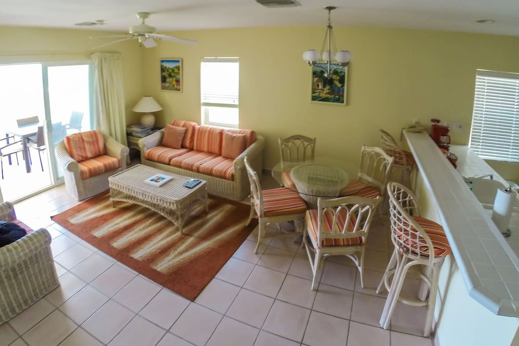 5 piece living and dining area spacious and clean