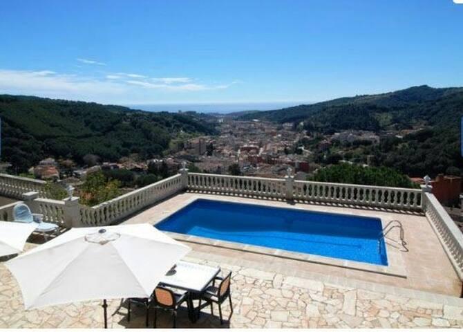 Apartamento con piscina y vistas. - Arenys de Munt - House