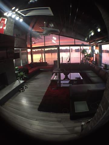Beautiful modern river house getaway - Louisville - Maison de vacances