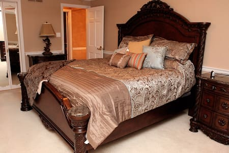 The Grand Estate-Lorietta Anne - Bed & Breakfast