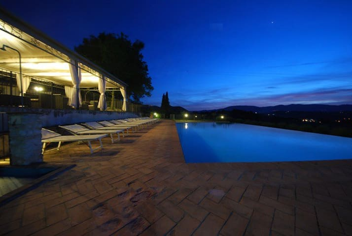 Spoleto by the pool (Apt 5) - Spoleto - Huis