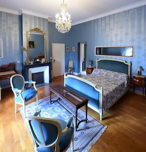 1 chambre style Louis XVI - Camblanes-et-Meynac - Bed & Breakfast
