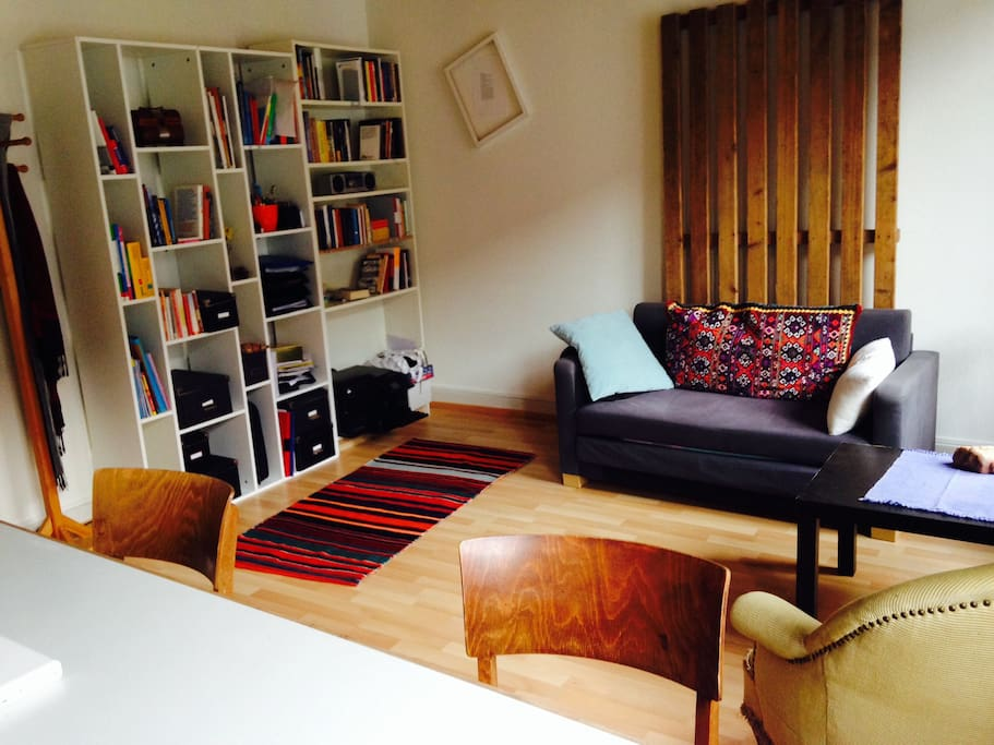 Spacious living room with 1 sofabed and 1 mattress
