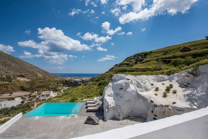 Insolito Villa