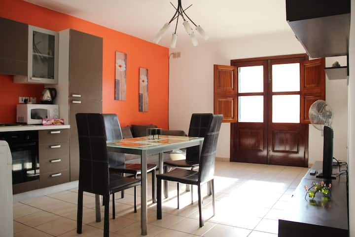 Fully equipped flat ,unlimited WiFi and  parking