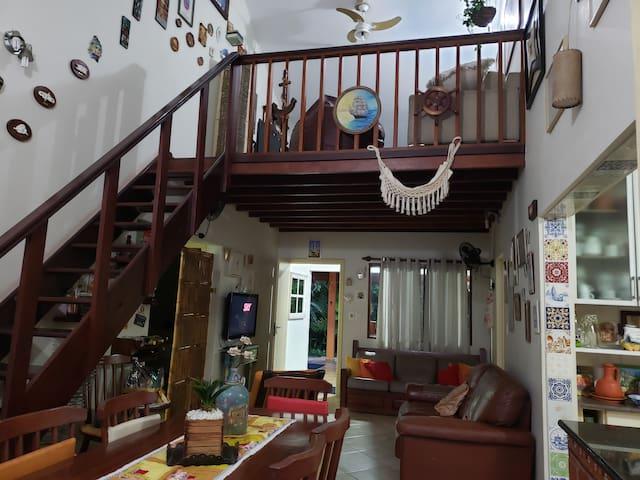 Casa c/ 3 suítes, Mezanino, Piscina, 100m da praia