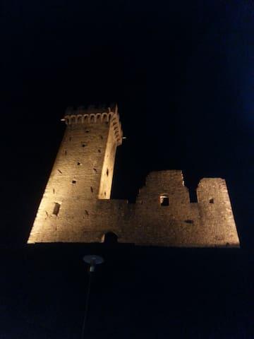Alloggio in borgo medioevale - Castelnuovo Magra - บ้าน